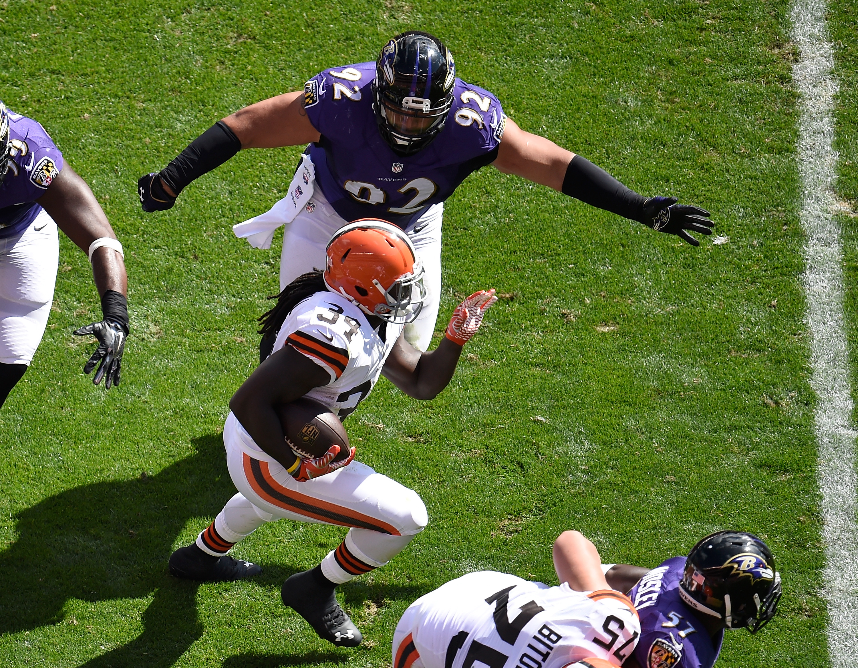Eagles agree to one-year deal with NT Ngata